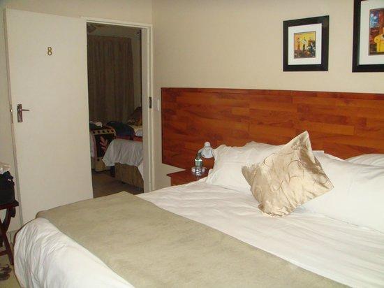 Chambre communicante - Picture of Sunrock Guesthouse, Kempton Park ...