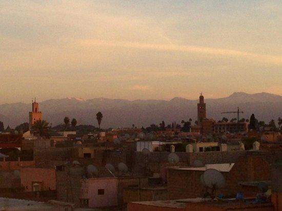 Riad d'Airain Marrakech: soirée depuis la terrase du toit