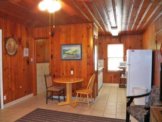Cherokee Village Resort: Canyon Cottage #1