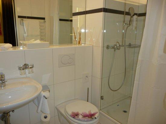 Hotel St. Josef: Banheiro do quarto 412