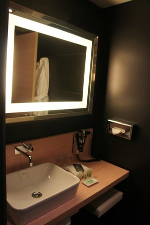 Double Tree Hilton  Hotel Girona: la salle de bain