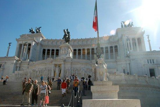 Piazza Venezia : Monument of Victor Emmanuel II