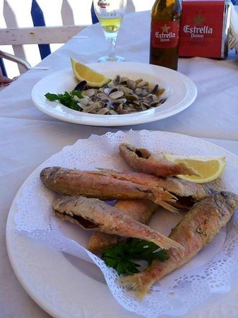 Alzimar Restaurant: Appetizers before a great meal at the beach