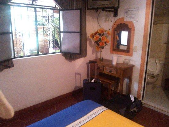 Azteca Hotel: room