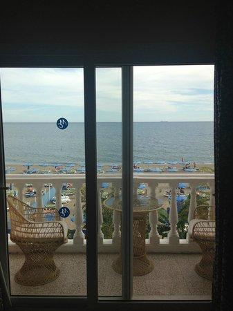 Hotel Mediterráneo Carihuela: View from the patio doors