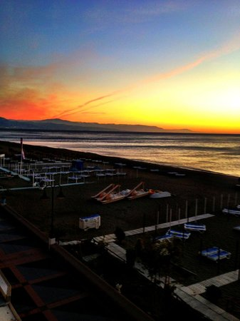 Hotel Mediterráneo Carihuela: View from the room towards Malaga
