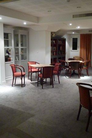 Hotel Les Pleiades - La Baule : La salle de jeu, les jeux sont à disposition