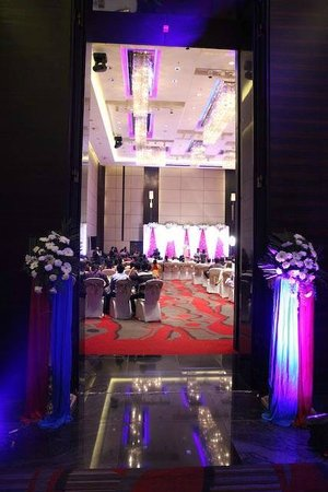JW Marriott Hotel Pune: Welcoming entrance