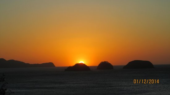 Occidental Grand Papagayo by Barcelo: Sunset from the 20 minute walk
