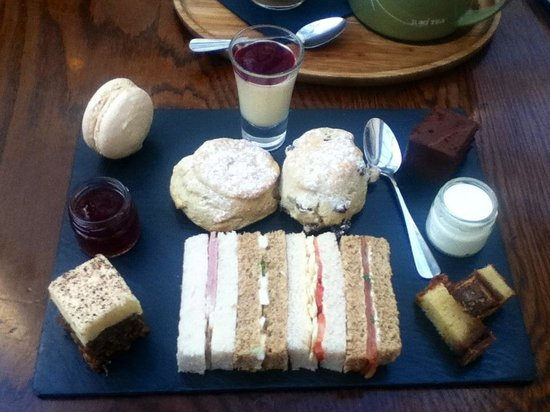 Stanwell House Hotel: Afternoon tea... yum!