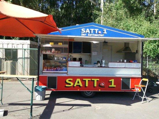 Trappenkamp, Tyskland: Ca. 10 Lkw - Plätze, wochentags von 07.15 bis 17.00 Uhr, bel. Brötchen, leckere Pommes, Currywur