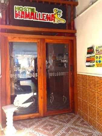 Hostel Mamallena: Entryway