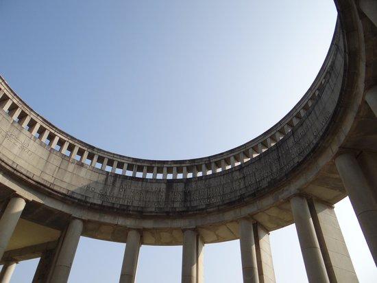 Cementerio de Guerra de Taukkyan: Memorial