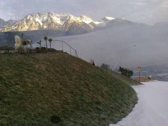 Hotel Schuetterhof: Early moning fog above Schladming