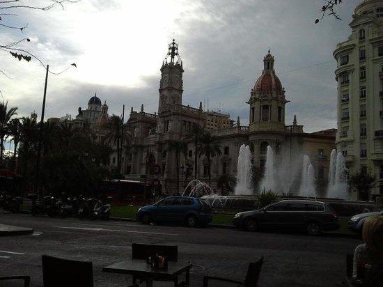 Plaza Ayuntamiento: la piazza vista dai tavoli