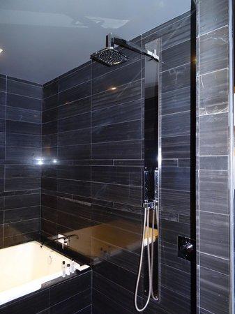 Andaz Wall Street: Salle de bain de la suite