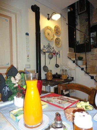 Bed and Breakfast A Casa delle Fate: sala colazione