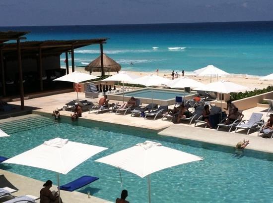 Secrets The Vine Cancun: favorite spot at pool