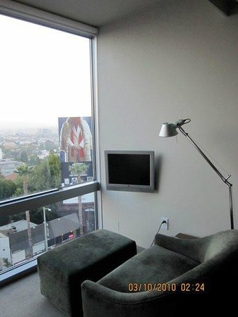 Andaz West Hollywood: Small sun room off the area where the bed is in the room