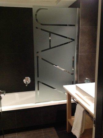 Hotel Jazz: bath