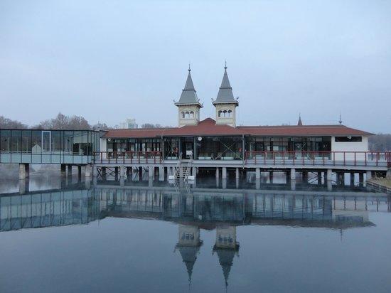 Thermal Lake of Hévíz: Vista esterna