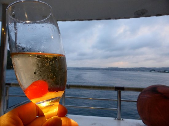 Knysna, South Africa: Cocktails and view