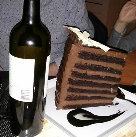 Society Cafe : XXXL chocolate cake