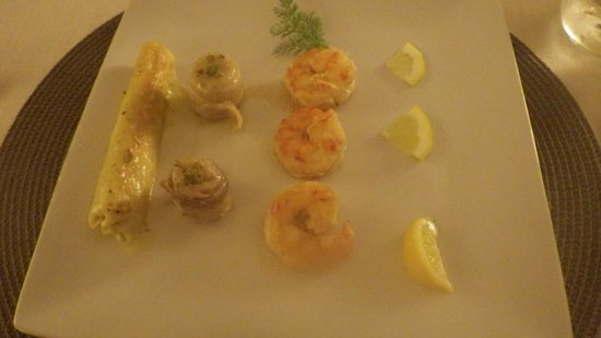 La Sosta Restaurant: The Main Course - Prawns(just 3!) and Pasta tube