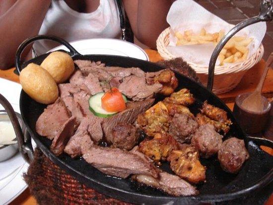 The Carnivore Restaurant: Plats de viandes
