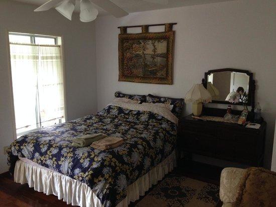 Lava Tree Tropic Inn : Bougainvillea room