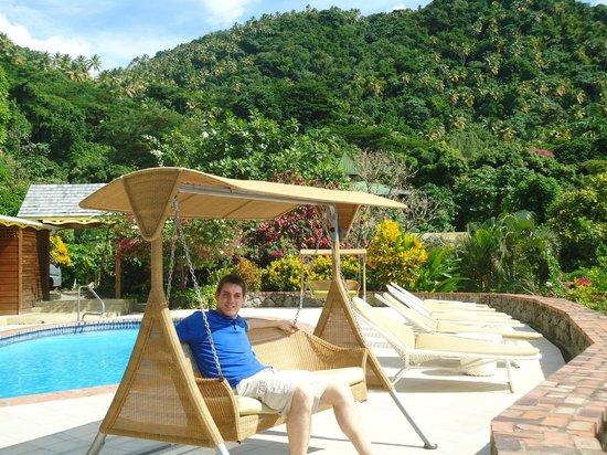 Stonefield Estate Resort : swing on resort with view overlooking water