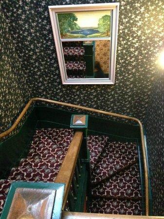 White Swan Inn: Escalera para ir a cada planta