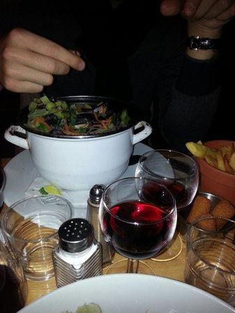 Houtsiplou: Cozze marinate con patate fritte