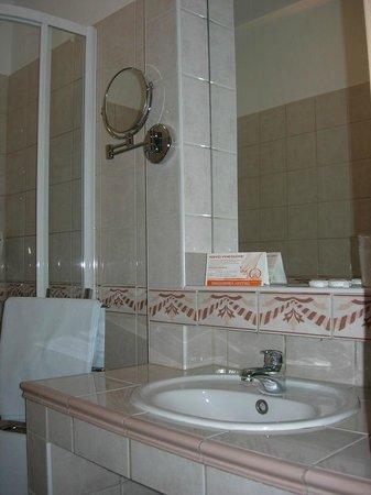 Hotel Orchidea Lipot : Main Bathroom