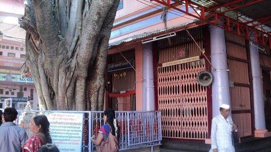 Solapur, India: Vatvruksha Samadhi Temple 1