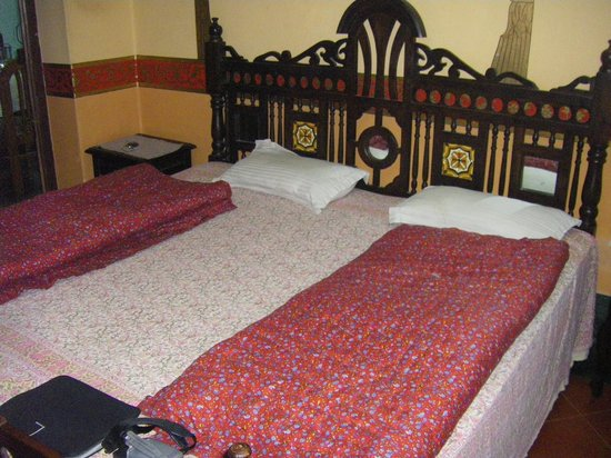 Chandra Niwas Guest House: my big bed!