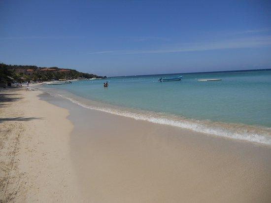 Mayan Princess Beach & Dive Resort: Playa de West BAY