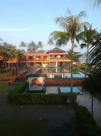 Hansar Samui Resort: pool and h-bistro