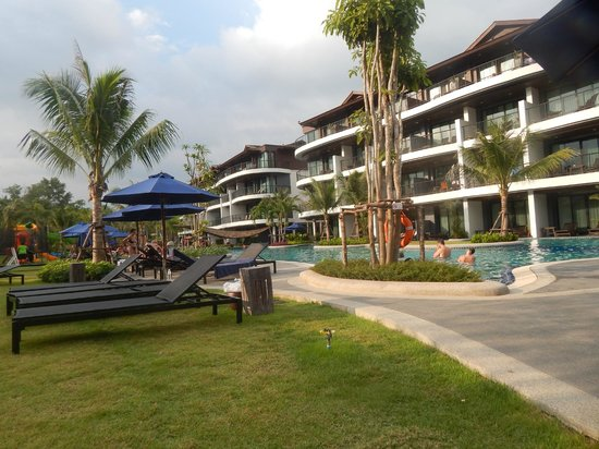 Holiday Inn Resort Krabi Ao Nang Beach: The pool and condos