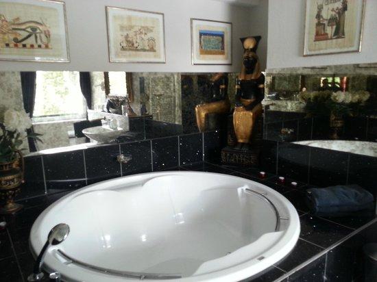 Hochkopfhaus zum Auerhahn: Badezimmer im Ägypten-Zimmer