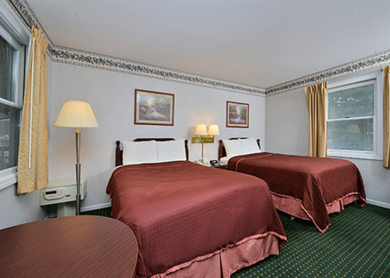 Travelodge Great Barrington Berkshires: Two Queen Beds