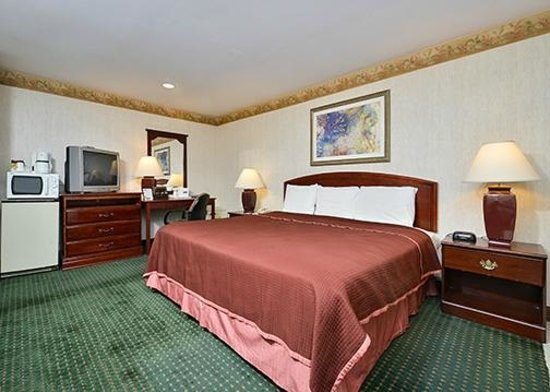 Travelodge Great Barrington Berkshires: One King Bed