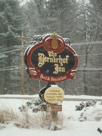 Bernerhof Inn Bed and Breakfast: The Inn sign as seen from street