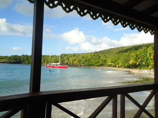 Ti Kaye Resort & Spa: sitting at the beach bar, having drinks and appetizers