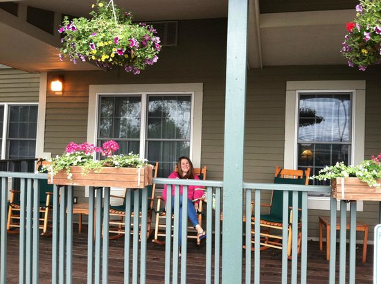 Craftsman Inn: The Front Porch