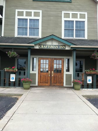 Craftsman Inn: The Front Enterance