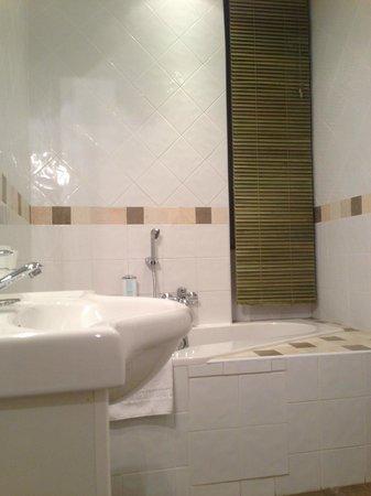 Royal Hotel: Salle de bain