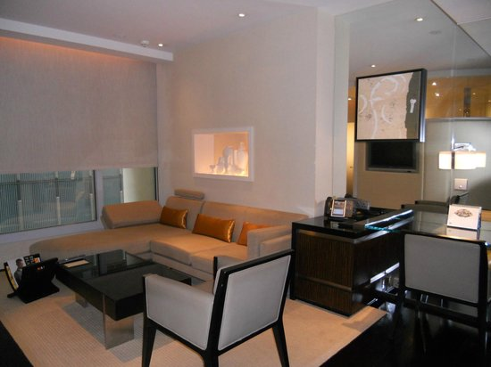 The Landmark Mandarin Oriental, Hong Kong: Premier L600 Living Room