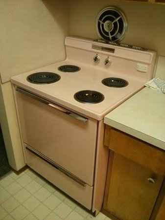 University Motel Suites: Check out the original GE pink cooker