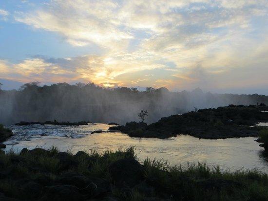 Jollyboys International Backpackers: Victoria Falls